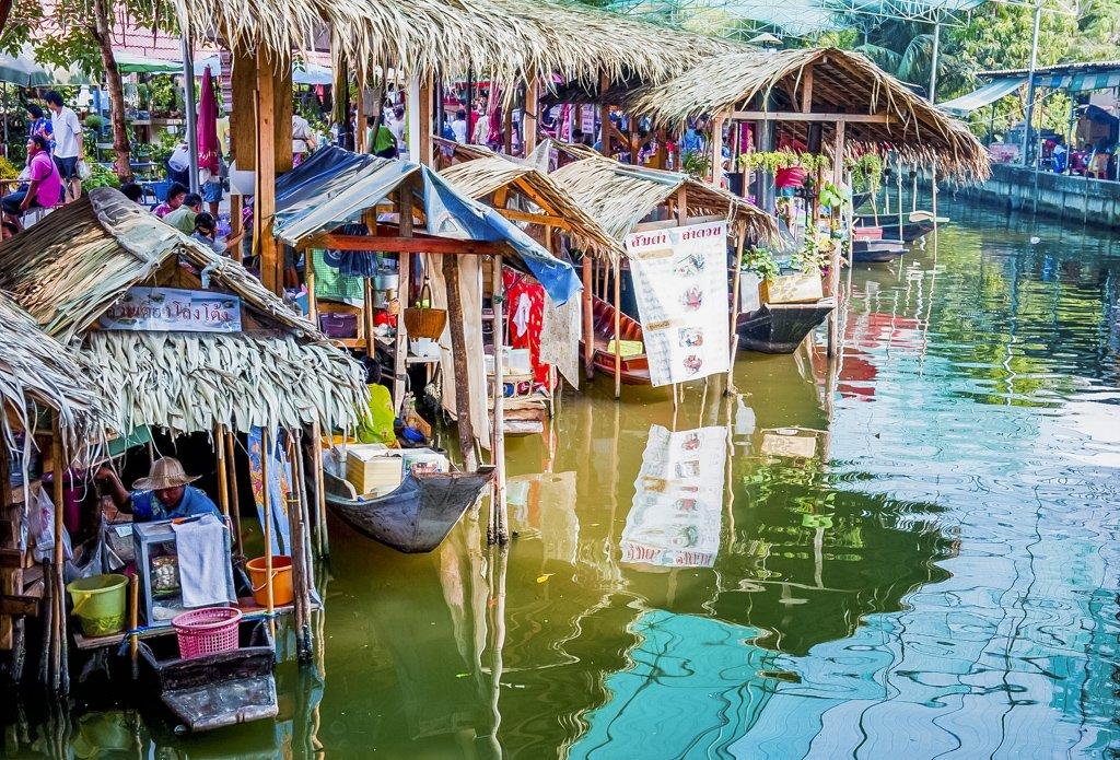 Bang Nam Phueng Floating Market is situated in Phra Pradaeng alongside 'Bangkok's Green Lung'