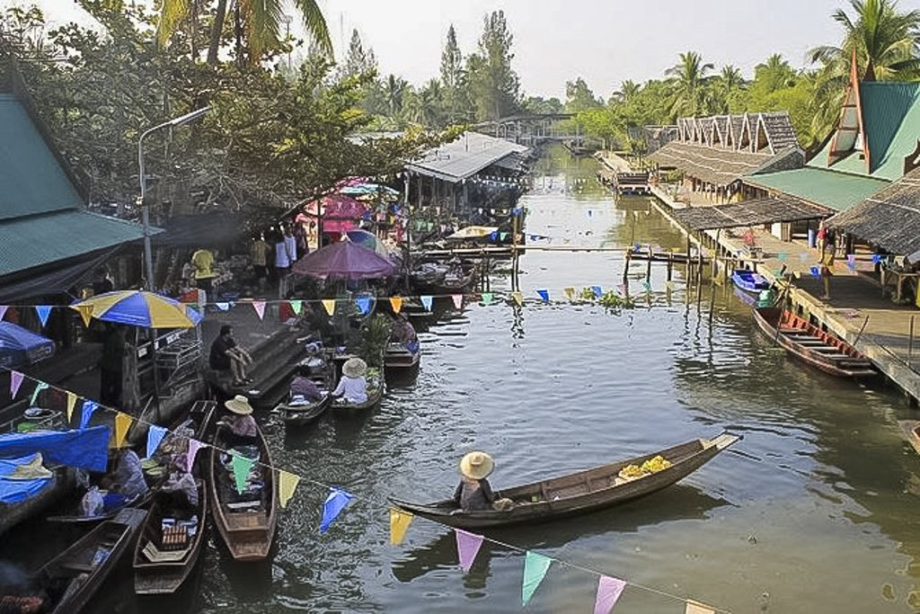 Tha Kha floating market offers an authentic Thai experiences where you buy from Boat directly