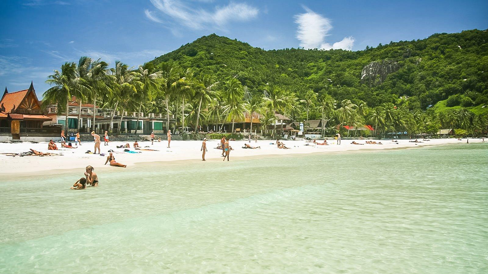 Haad Radin Beach is peninsularbeacharea and town on the southern tip of Ko Phangan.