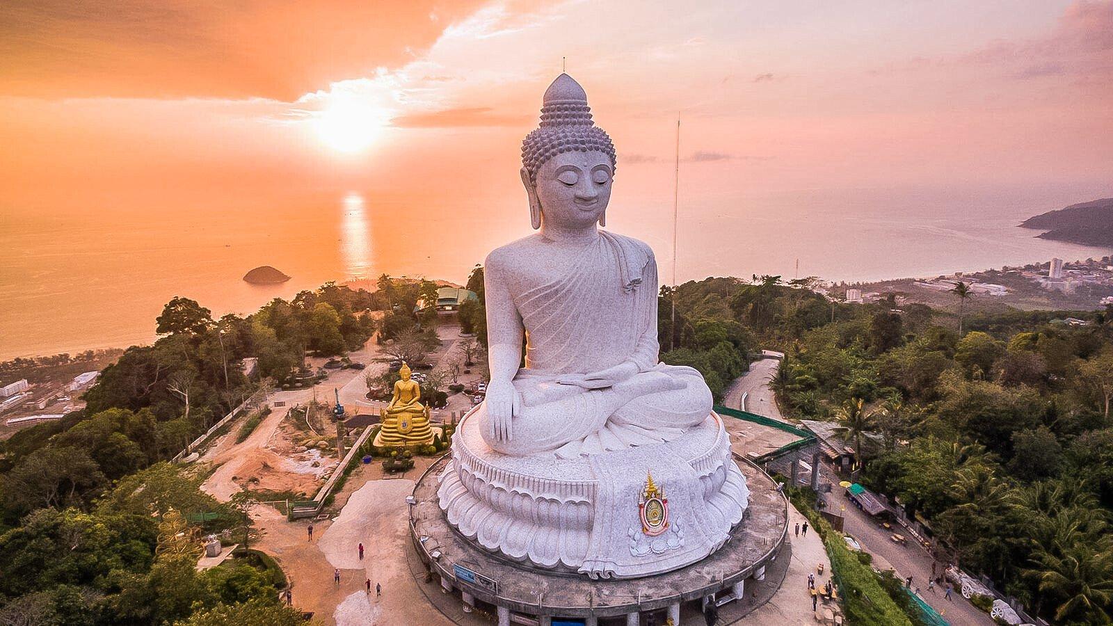 Phra Puttamingmongkol Akenakkiri Buddha or Big Buddhais a seated Maravija Buddha statue inPhuket, Thailand.
