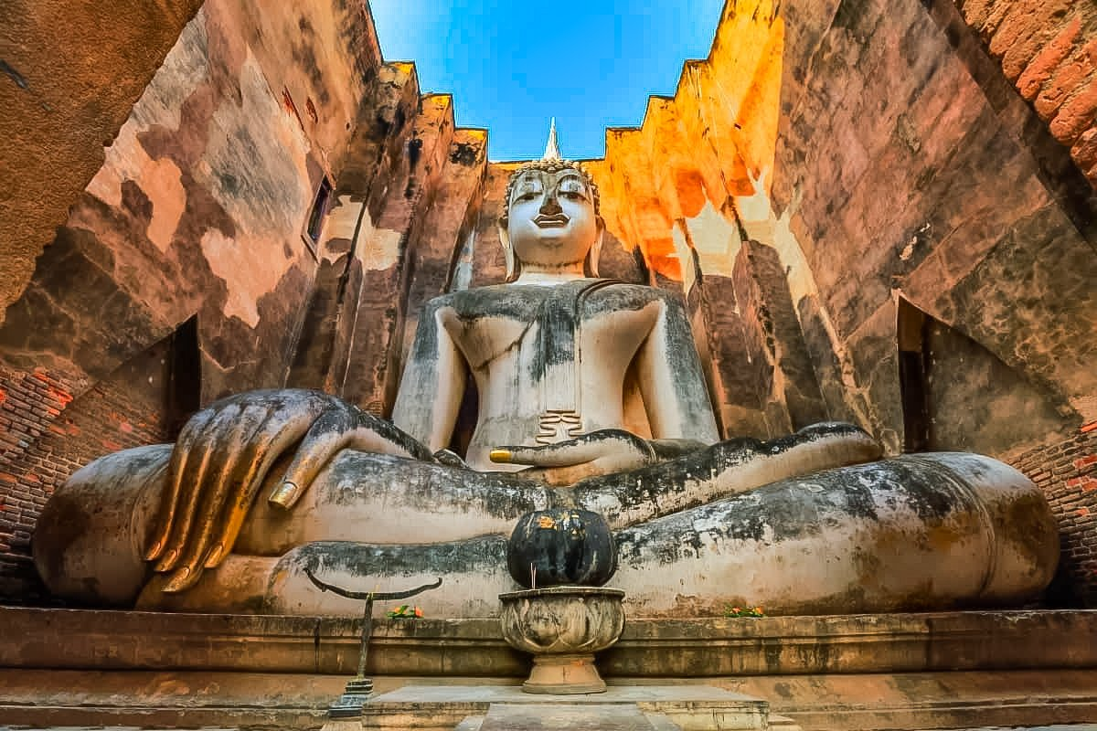 Wat Si Chum (also called The Temple of Bodhi Tree) is one of the largest and most mysterious temples located in Sukhothai, Thailand.